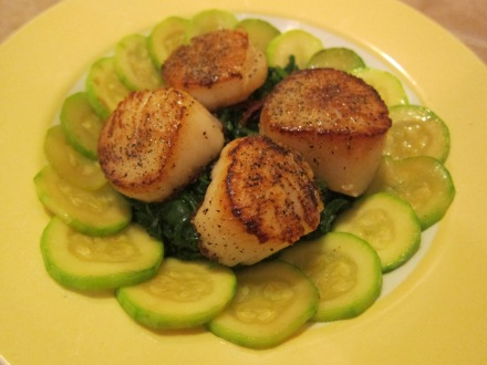 Easy Scallops With Spinach and Zucchini
